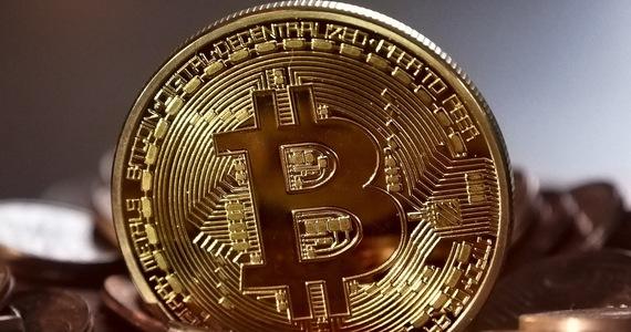 Bitcoiny warte już bilion dolarów. Inwestorzy zarabiają grube fortuny.